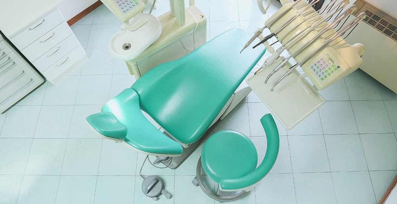 poltrona dello studio dentistico del Dott. Amadori, a Olbia